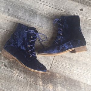 ✨Catherine Malandrino Velvet Boots in Blue✨